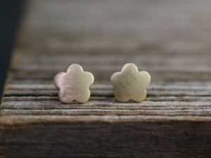 14k Yellow Gold Flower Stud Earrings, Simple Minimalist Stud Earrings, Star Flower Studs, Stacking Earrings, Star Studs, Ready to Ship